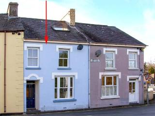 TYNWALD, terrace cottage, family accommodation, WiFi, enclosed courtyard, in St Dogmaels, near Cardigan, Ref 906054 - Saint Dogmaels vacation rentals