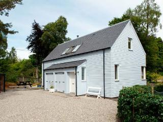 VETLANDA, detached, woodburning stove, off road parking, garden, in Newtonmore, Ref 906844 - Aviemore and the Cairngorms vacation rentals