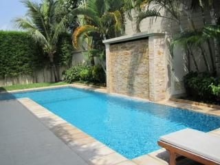 Phuket Holiday Villas: Fantastic Bangtao Estate - ban20 - Kata vacation rentals