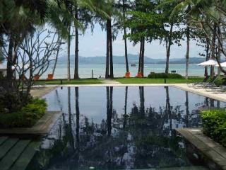Total Beachfront Holiday Villa in Bangtao for Rent in Phuket - ban42 - Kata vacation rentals