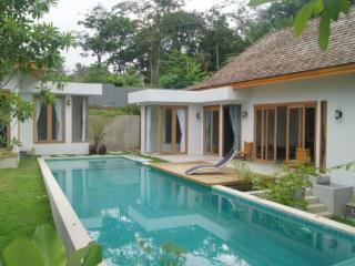 Spacious 3 Bedroom Holiday Rental in Phuket - cha05 - Kata vacation rentals