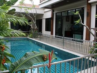 Lovely 2 Bedroom Pool Villa in Rawai, Phuket - raw17 - Kata vacation rentals