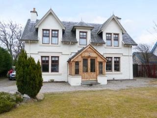 GLENCANISP, detached family cottage with en-suite, stoves, sun rooms, garden, in central Aviemore, Ref 904899 - Aviemore and the Cairngorms vacation rentals