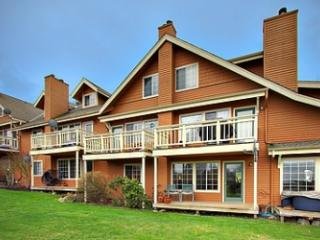 Beachcomber - Affordable Town Condo - 2 bed/1 bth - Friday Harbor vacation rentals