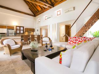 Spacious 3 Bedroom Apartment in Old Town - Colombia vacation rentals