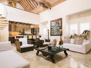 Bright 5 Bedroom Home in Old Town - Cartagena District vacation rentals