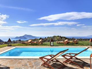Casa del Capitano, breathtaking and peaceful villa - Campania vacation rentals