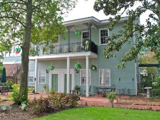 Trustees Garden Charm - Savannah vacation rentals