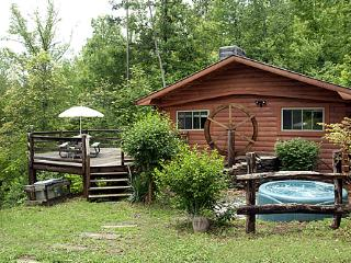 Black Bear Bungalow - Privacy, view and affordable - Bryson City vacation rentals