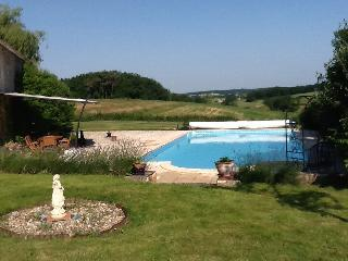Peaceful house with pool, near Bergerac and Eymet - Razac-d'Eymet vacation rentals