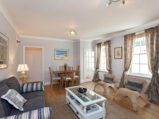 CHARMING 1 BEDROOM APART PADDINGTON ZONE 1 WIFI - London vacation rentals