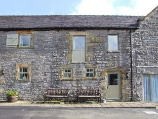 WELL COTTAGE, part of the Chatsworth Estate, pet-friendly, woodburner in Wetton Ref 17464 - Peak District vacation rentals