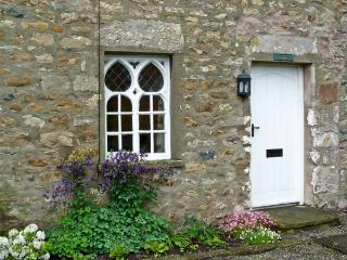 WOODBINE COTTAGE, family-friendly, character holiday cottage, with a garden in Burrow near Kirkby Lonsdale, Ref 31230 - North West England vacation rentals