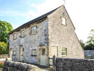 LARKSTONE BARN, part of the Chatsworth Estate, pet-friendly, woodburner in Wetton Ref 904710 - Peak District vacation rentals