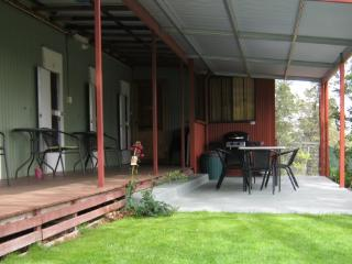 Whispering Pines Bush Retreat - Pine Lodge - Quirindi vacation rentals