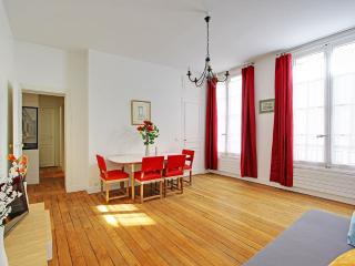 Elegant Two Bedrooms Paris near Place Furstemberg - Paris vacation rentals