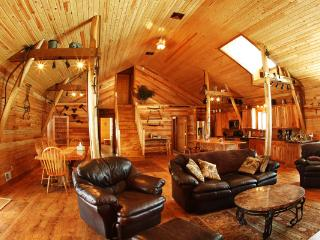 Monarch Valley Lodge-weddings/reunions/seminars - La Crosse vacation rentals