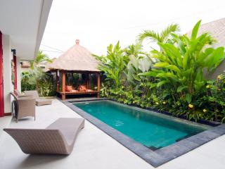 Warna Warni, Cozy  2 Bedroom Villa,  central Seminyak. - Bali vacation rentals