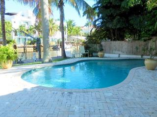 Stunning 2/2 Waterfront Heated Pool Victoria Park 456 - Fort Lauderdale vacation rentals