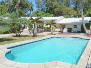 Stately 3/3 Large Heated Pool Near Beach 10 guests 1301 - Hollywood vacation rentals