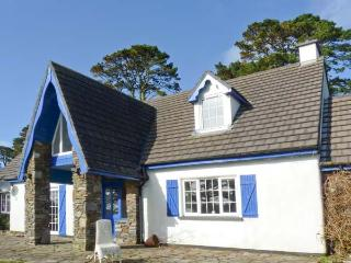 THE HOUSE, detached cottage, open fire, off road parking, lawned garden, in Ahakista, Ref 906045 - Ahakista vacation rentals