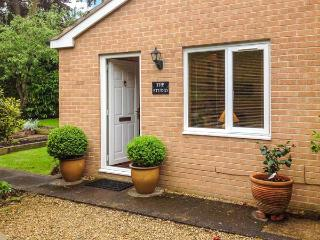 THE STUDIO, pet friendly, country holiday cottage, with a garden in Stratford-Upon-Avon, Ref 6901 - Warwickshire vacation rentals
