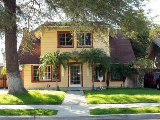 Large Bungalow House in Anaheim close to disneyland!!!!! - Anaheim vacation rentals