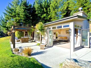 Beautifully situated between Queenstown/Arrowtown - Arrowtown vacation rentals