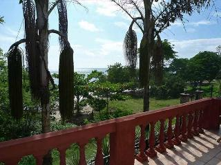 Beautiful beachfront townhouse- near beach, shared pool, cable, internet, a/c - Tamarindo vacation rentals