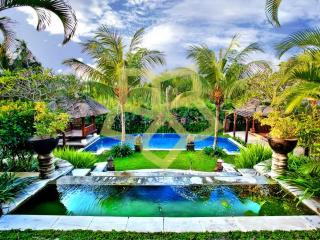 TRANQUIL BALINESE PRIVATE VILLA POOL ECHO BEACH $ - Canggu vacation rentals