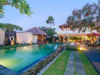 PERFECT FAMILY  PRIVATE POOL VILLA UMALAS 2-3 BRs - Canggu vacation rentals
