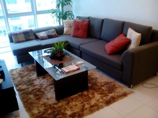Feel @ Home Modern 1BR wifi - Taguig City vacation rentals