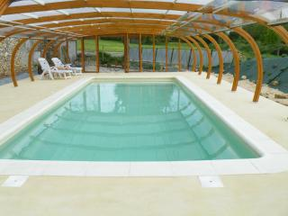 4/6 p. cottage - Covered swimming pool -Puy du Fou - Chantonnay vacation rentals
