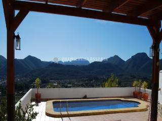 A well presented, spacious and modern villa - Jalon vacation rentals
