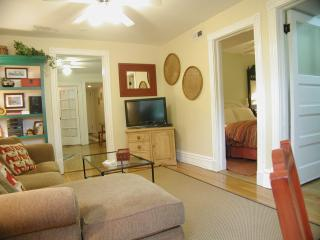 Quick & Easy walk to the 'L' train...SLEEPS 3 - Chicago vacation rentals
