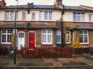 Bright and Cosy Terraced Cottage - Crayford vacation rentals