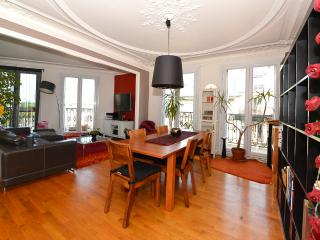 Charming flat near Paris - group - Boulogne-Billancourt vacation rentals