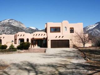 **** October - November 22   $695 wk    *** 5 bedroom home near Plaza & Ski Valley - Taos vacation rentals