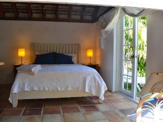 Detached cottage 3 minutes from lovely Elbow Beach - Bermuda vacation rentals
