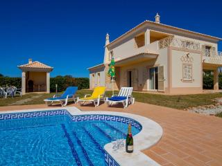 Casa das Areias, Beautiful 3 bedroom Villa - Guia vacation rentals