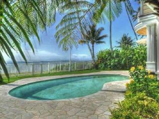 Beachfront Kalani Villa with elegant décor & pool on lush grounds, near golf - Kahala vacation rentals