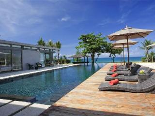 Beachfront Cielo 3 at Sava Villas- chic outdoor lounge with saltwater pool - Terres Basses vacation rentals