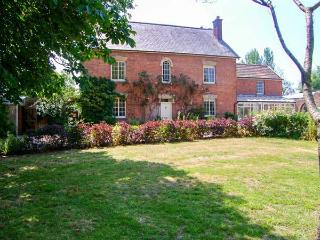 VOLE HOUSE FARM, spacious pet-friendly Grade II listed house, en-suite, fires, Mark Ref 27791 - Somerset vacation rentals