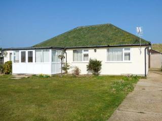 MIN-Y-DON, detached bungalow, lawned garden, pet-friendly, ideal family home, in Eccles-on-Sea, Ref 904633 - Norfolk vacation rentals