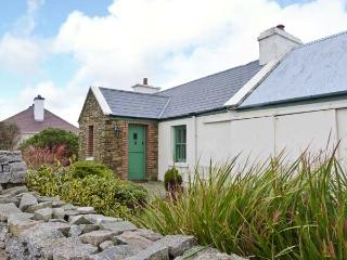 RAMHARC NA NOILÉAN, pets welcome, all ground floor, en-suite, stove & fire, character cottage near Kincasslagh, Ref. 905819 - County Donegal vacation rentals