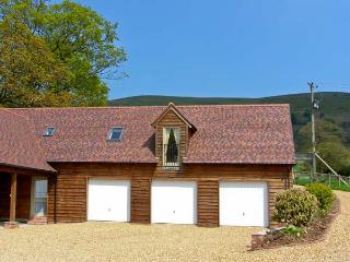 THE GRANARY, first floor apartment, lovely hill views in Wentnor, Ref 906121 - Shropshire vacation rentals