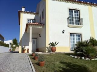 Fabulous 4 bedroom villa with pool, Sleeps 9, Beautiful Country Views and Peaceful Location - Obidos vacation rentals