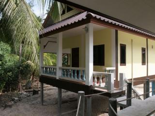 Hin Bhai Deluxe Bungalow - Koh Phangan vacation rentals