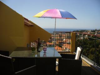 Living Funchal, Rua do Comboio, Funchal 2 bed apart - Funchal vacation rentals