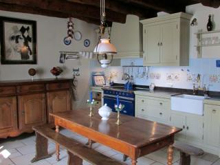 Luxury one bedroom cottage in village setting A003 - Dinan vacation rentals